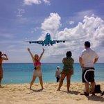 Plane landing at Maho