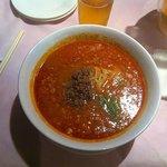 一階の中華料理レストランの坦々麺