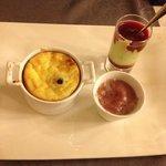 Dessert : clafoutis aux griottes, sorbet griottes, crème pis