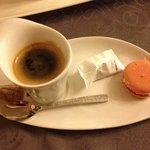 café dans de jolies tasses