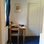 スタンダードの部屋にも控えの小部屋が…