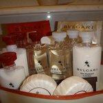 set de productos bulgari para el baño