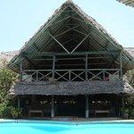 zona ristorante con piscina