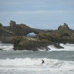 am Strand in Biarritz,ein Surfer