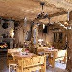 restauran Hunting Hut