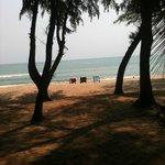 Stranden vid resorten