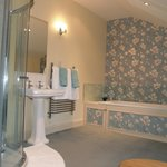 Reiver Suite Ensuite Bathroom with large power shower