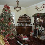 Sitting room holiday decorations