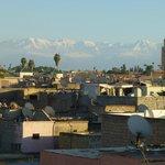 Vue sur l'Atlas et la Médina depuis la terrasse