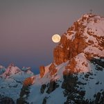 Fullmoon at sunrise
