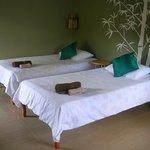 Einziges Zimmer im Resort mit zwei Betten.