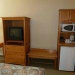 Fernseher, Microwelle und Kühlschrank