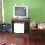 Fernseher (nur Thaisender) und Kühlschrank