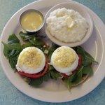 Spinach eggs benedict