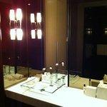 Andaz Large King bathroom