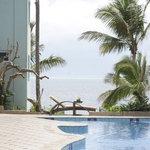 Photo de Cowrie Shell Beach Apartments