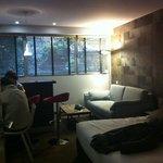 petit salon, bar et cuisine / appartement 001