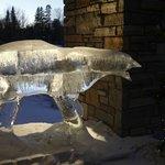 Statue de glace à l'entrée de l'hôtel
