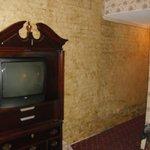 Outdated furniture/tv/carpet/decor
