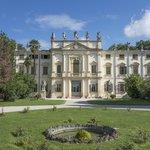 Villa Mosconi Bertani facade