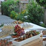 Fingerfoodbuffet auf der Terrasse