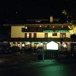 Hotel Capannina, prospettiva d'ingresso in una limpida serata natalizia