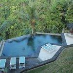 few steps down to this amazing pool
