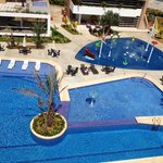 Area de recreacion piscina y plaza de agua