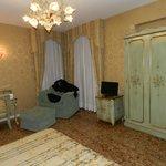 camera da letto con poltrona monumentale e comoda
