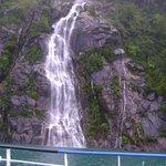 Una de las cascadas que se divisan en el trayecto