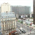 Виднеется вокзал Монпарнас и сама башня (справа)