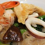 Stir-fried noodle with mixed seafood