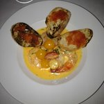 SHRIMP SCAMPI - BABY HEIRLOOM TOMATOES, GRILLED PAIN RUSTIQU