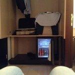 ampio armadio e minibar