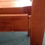 chaise bancale... comme la table