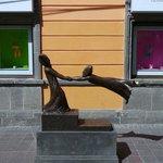 博物館前の銅像