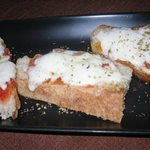 Garlic Bread with Cheese & Tomato