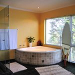 Presidential / Honeymoon suite bathroom