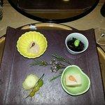 sesame tofu, delicious hijiki, daikon, flower in the middle