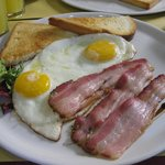 OK BARの朝食 ベーコン、エッグメニュー選択