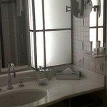 Salle de bain, avec le nécessaire et un pe