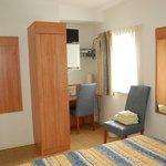 Kamer in de hooiberg met gedeelde badkamer