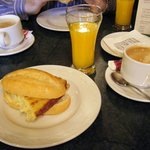 Desayuno en restaurante la Traviatta