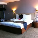 Suite 601 welcoming with red roses for anniversary
