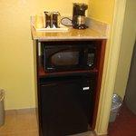 cafetera, microondas y heladera