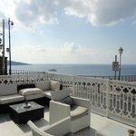 Terrasse de l'hôtel face à la mer.