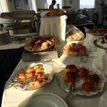 Buffet petit déjeuner ...Beaucoup de choix !