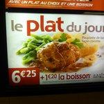 un exemple de plat du jour 6€25 avec légumes à volonté
