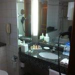 Sheraton Jumeirah, Bathroom #113