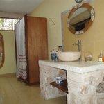 Salle de bain grande et tres proptre